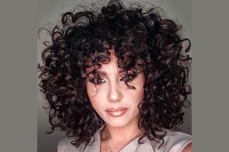 Come dare volume ai capelli ricci