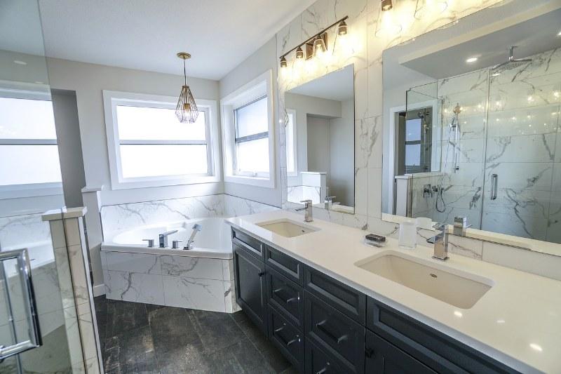 Pavimenti e rivestimenti per il bagno, tutto quello che devi sapere