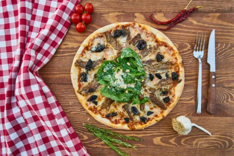 Cottura della pizza nel forno elettrico